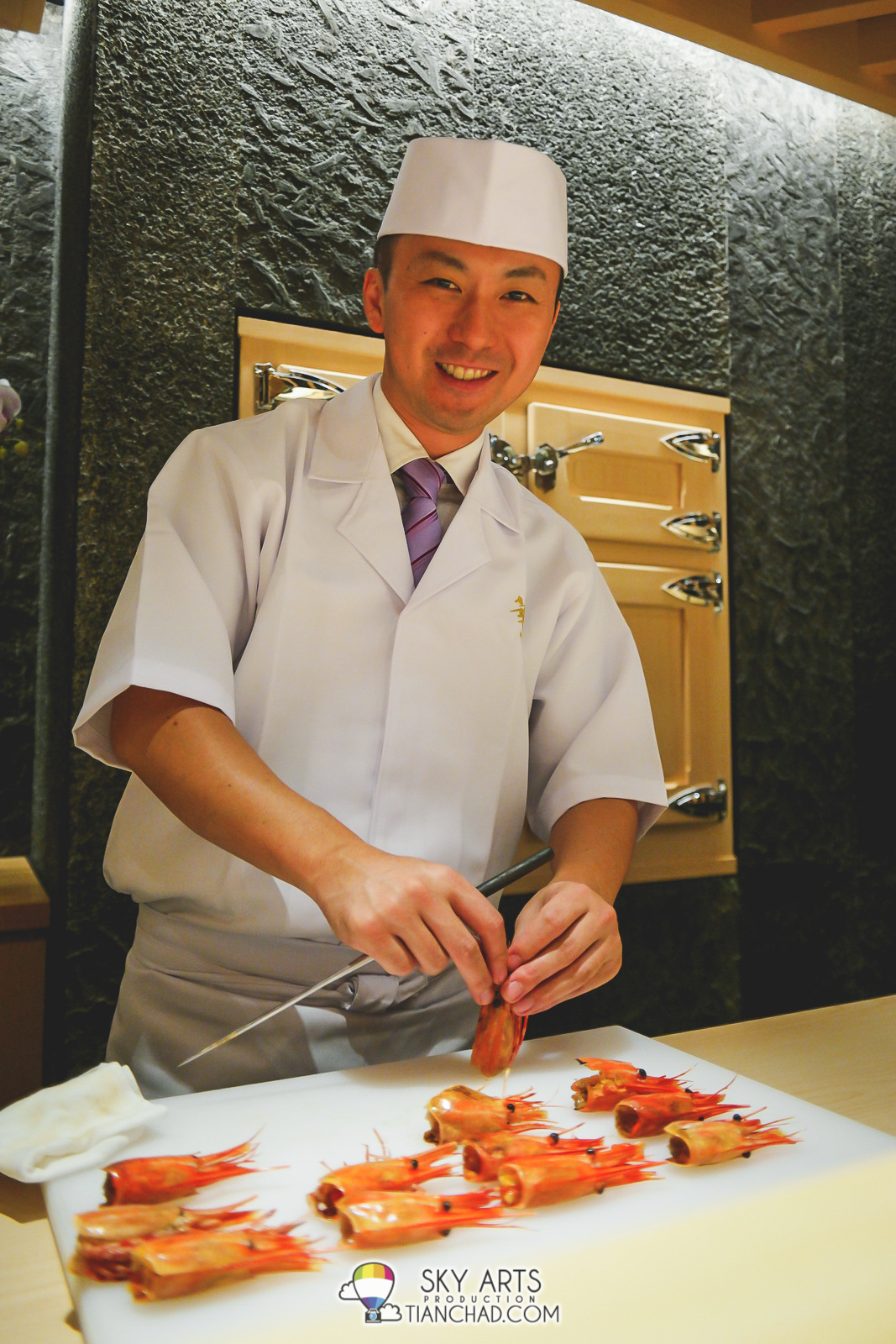 I do enjoy looking at how Sushi Chef preparing our food. Therefore do look for the Sushi Bar seats if you like it too