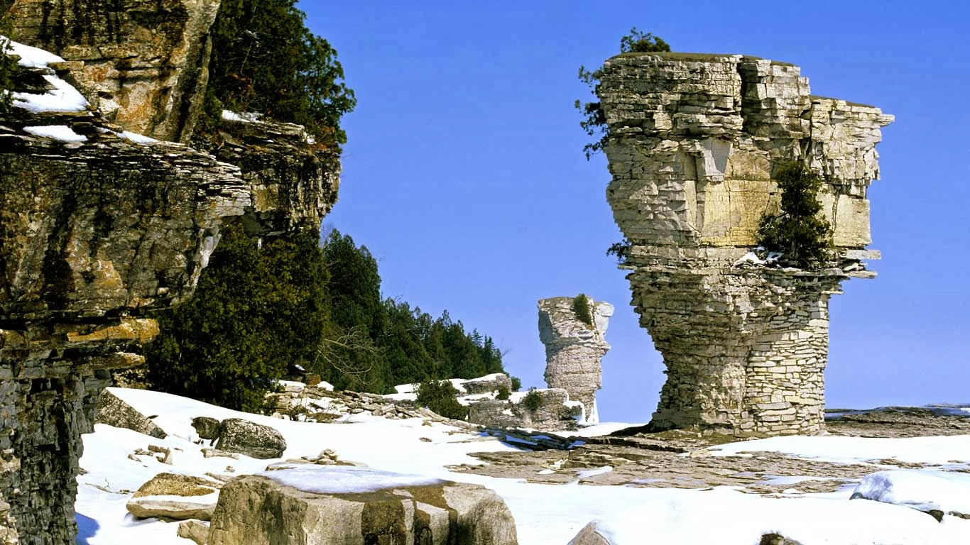 The famous flowerpots, eroded limestone formations, located on the shoreline of Flowerpot Island, Georgian Bay, in Fathom Five National Marine Park, Ontario (© Ethan Meleg/All Canada Photos/Getty Images) 353