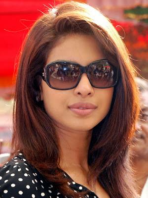 Priyanka-chopra-in-black-gogles-beautiful-wallpaper