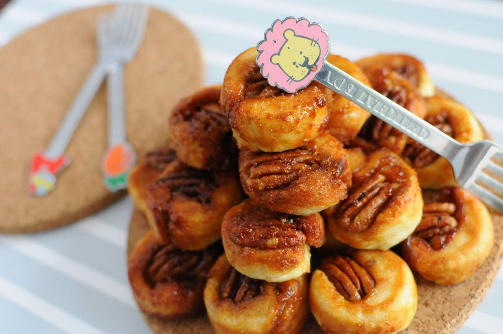 Sweet make me Smile ..: Tiny Sticky Pecan Bites
