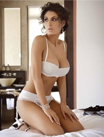 Sexy mamasita en sesion de fotos mostrando su vestido sexy - 2 3