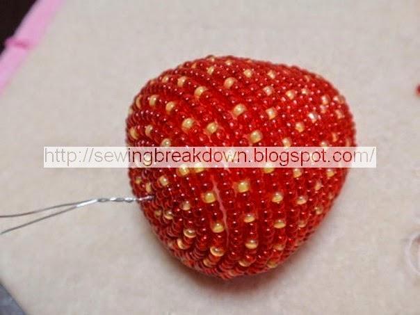 طريقة صنع حبات فراولة بالخرز
