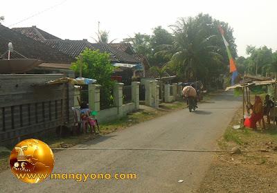 FOTO : Penerima sodakoh di jalan Kampung Gardu, Desa Bendungan, Kec. Pagaden Barat, Subang