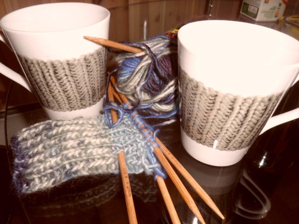 Kaffikopp og strikketøyet