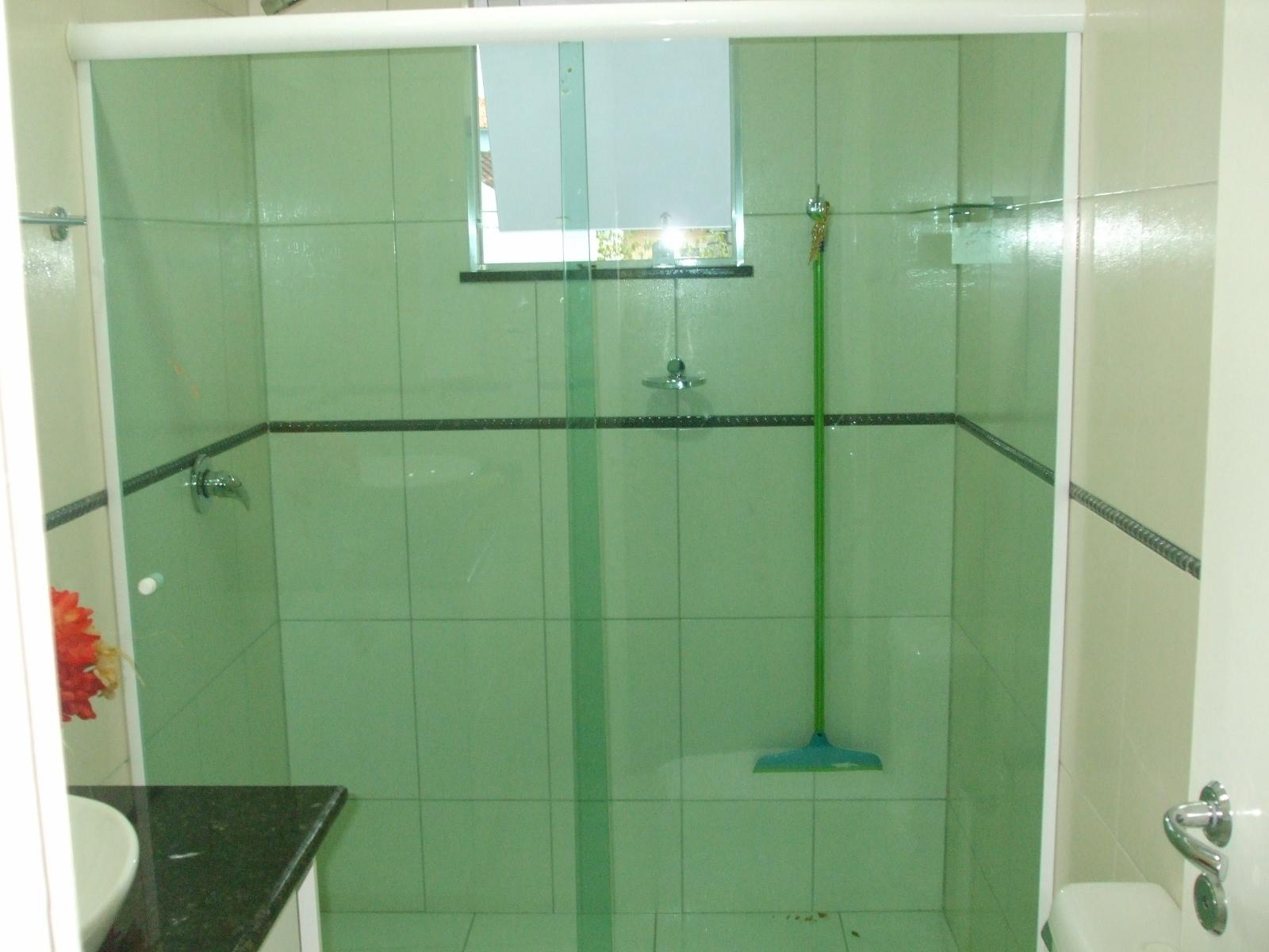 Box de vidro temperado 8mm nas cores verde bronze fume incolor e  #92392E 1600x1200 Banheiro Branco Com Box Verde