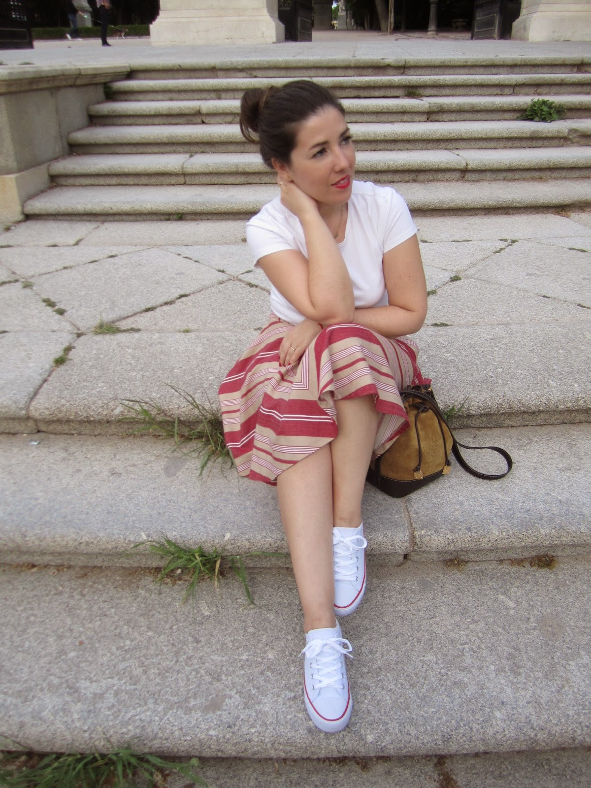 Look White All Stars Esencia Trendy Asesora de Imagen Personal Shopper skirt Loewe fashion style fashion blogger Converse