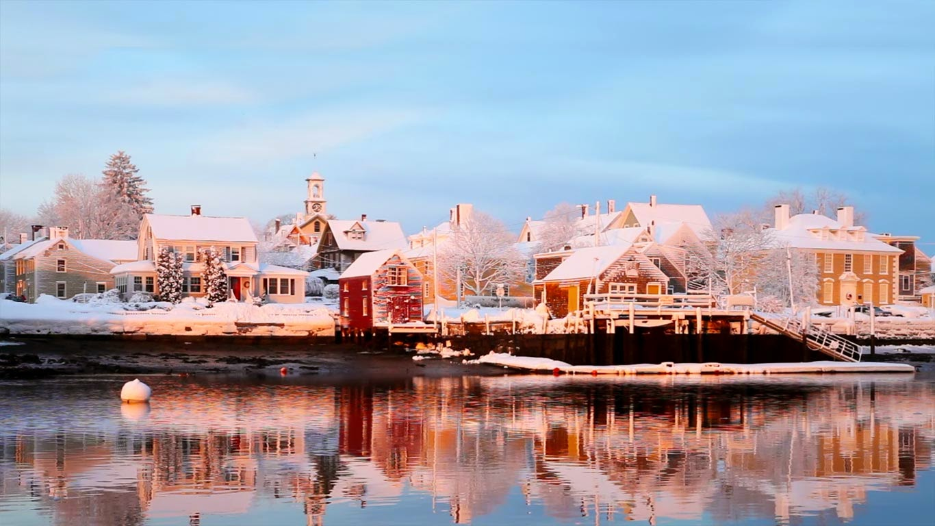 Piscataqua River, Portsmouth, New Hampshire (© Denis Tangney Jr./Getty Images) 401