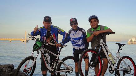 Komunitas sepeda Suralaya ( KOMSELA )