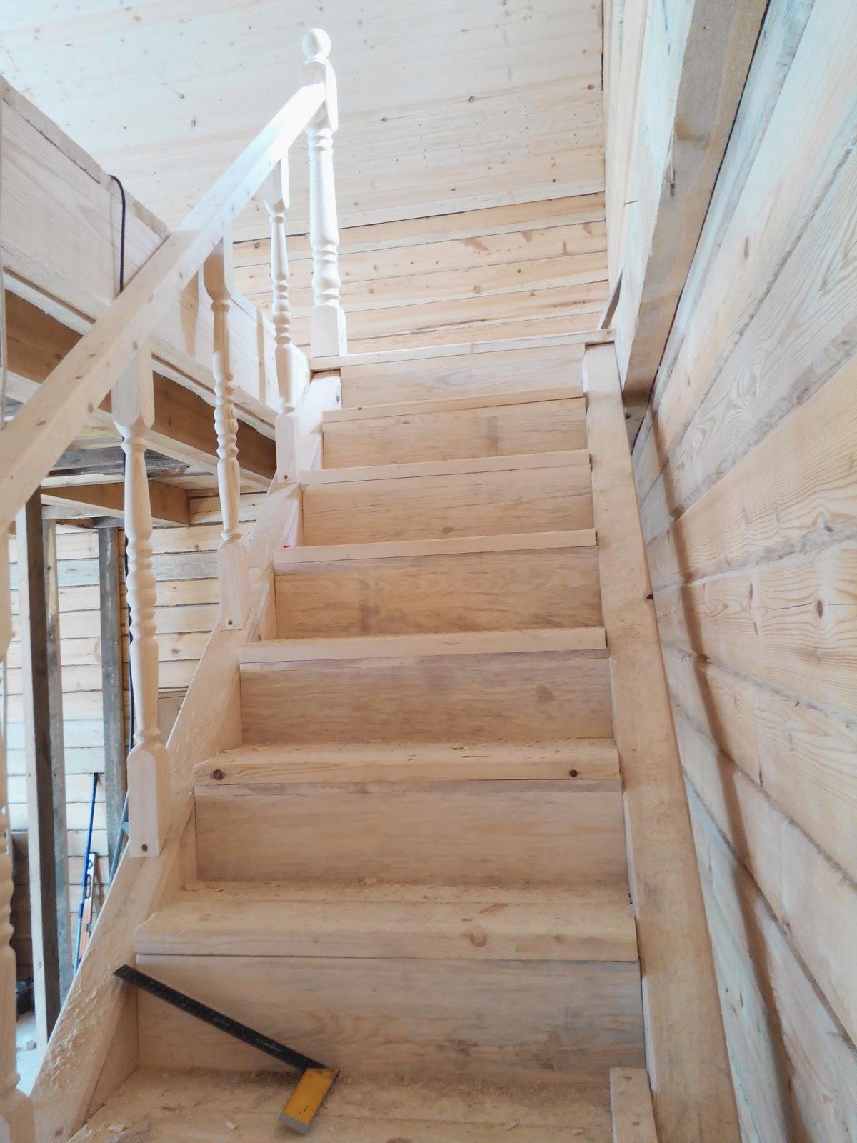 Лестница на второй этаж своими руками из дерева с фото 29