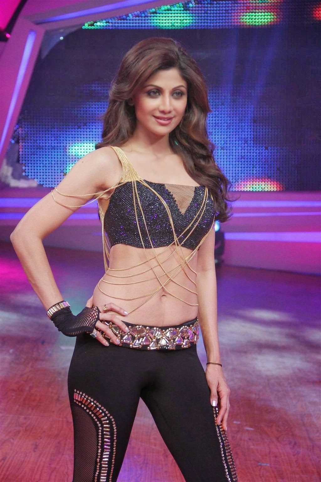 Shilpa Shetty's hot and sexy figure exposed on stage dance performance at Nach Baliye Season 6