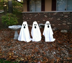 DIY Halloween Decorations, DIY ghost decorations, tomato cage ghosts, Halloween decor, ready set read