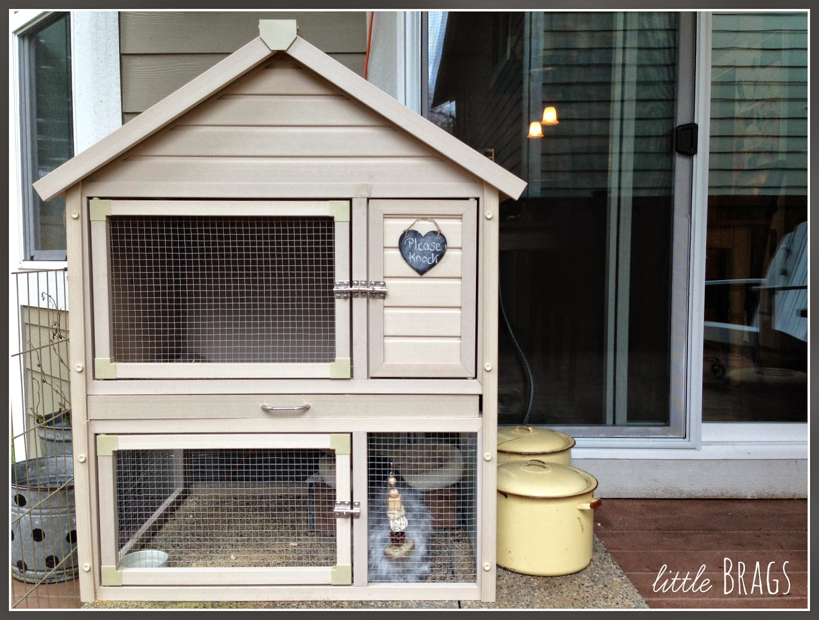 Little brags a lazy sunday and a bunny home tour for Cage exterieur pour lapin