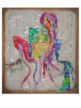 Pintura realizada con envases de plástico reciclado cosidos. Medidas 120cm x 120 cm.