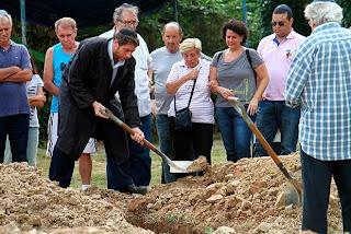 Corpo do ator Elias Gleizer é enterrado em Belford Roxo