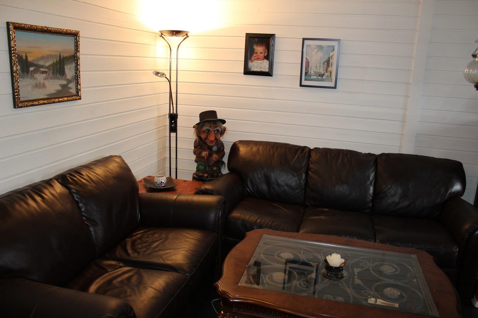 fremtida kommer komplett stue fra brukthandel. Black Bedroom Furniture Sets. Home Design Ideas
