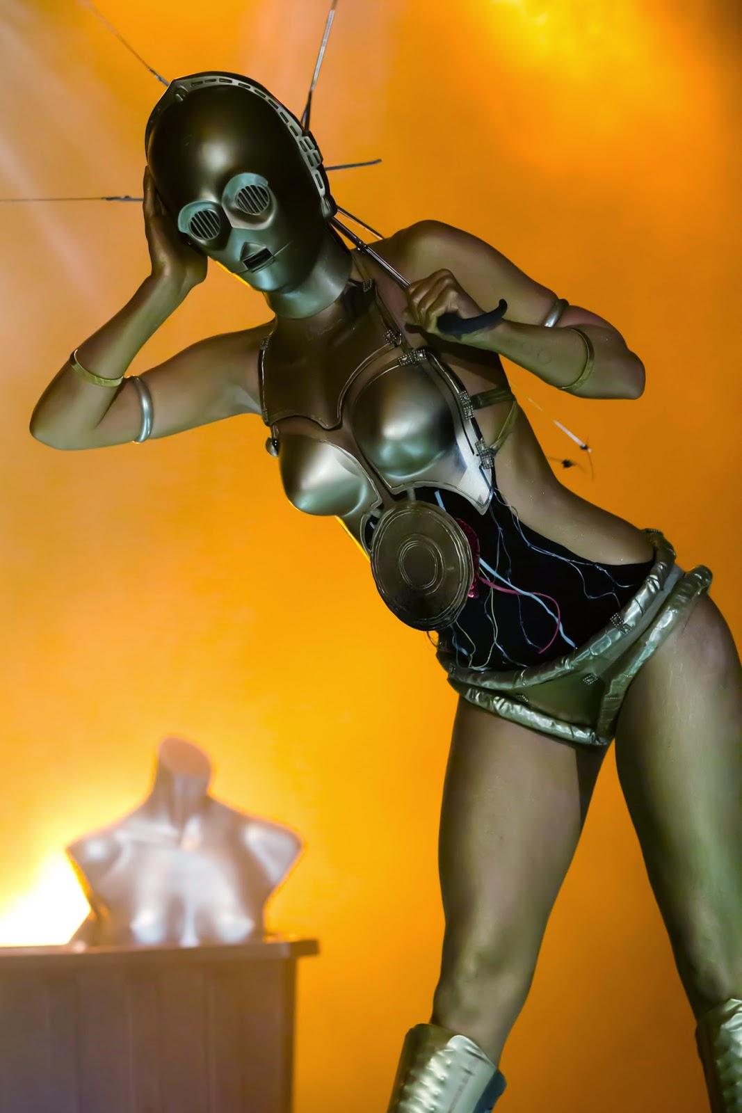 cospaly féminin burlesque C3PO