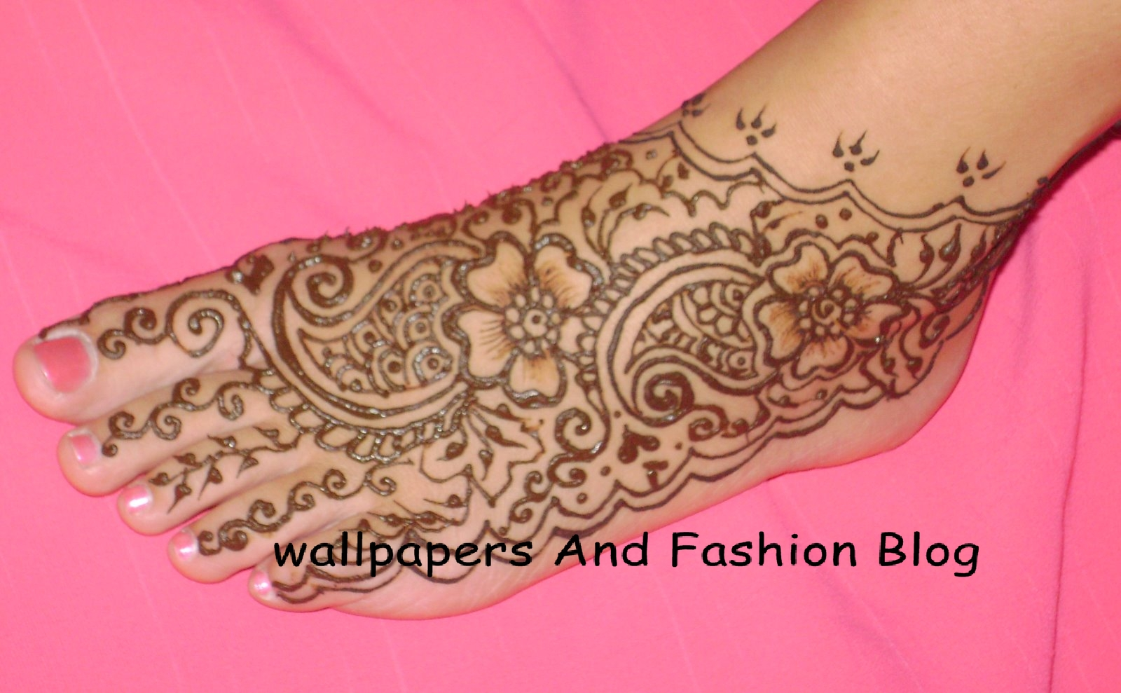 Foot Mehndi Wallpaper : Top easy to copy and make mehndi designs for foot eid