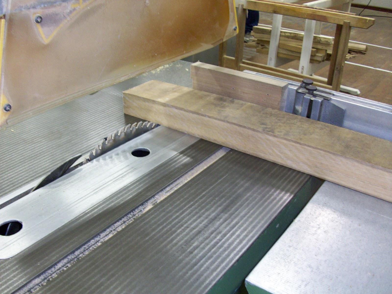 Técnicas de marcenaria: Projetos de móveis Banqueta de madeira #674E2C 1600x1200