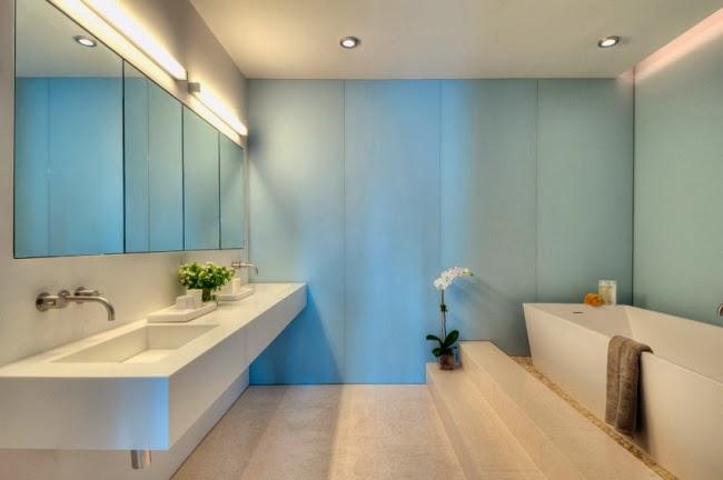 Baños Minimalistas Imagenes:En un baño minimalista la iluminación cumple un papel protagónico