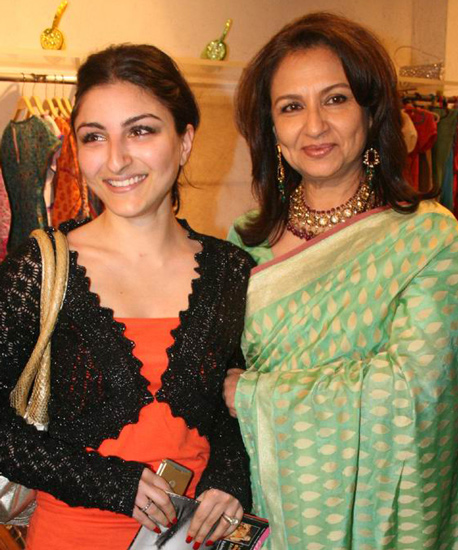 Soha Ali Khan with Mother