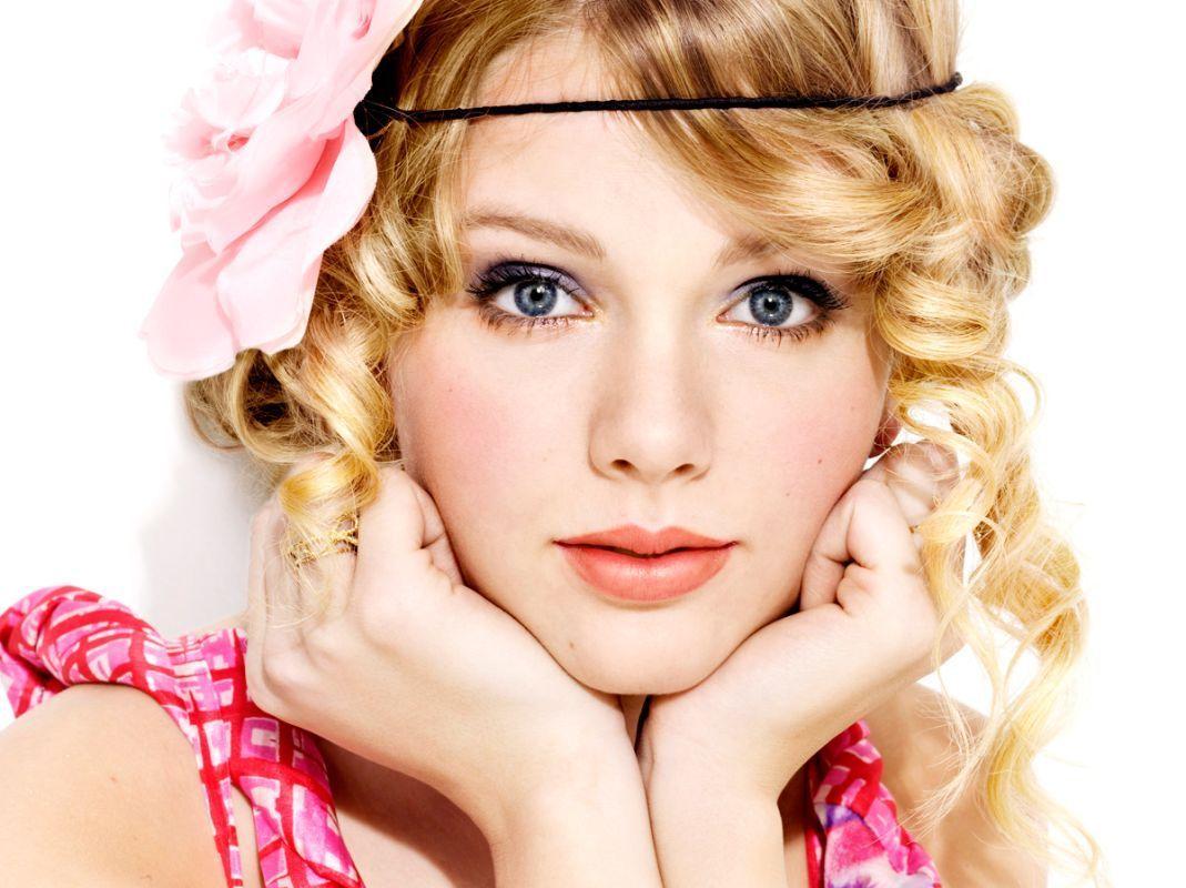 http://4.bp.blogspot.com/-0VqnFr5yRsk/T_9AcvUsuHI/AAAAAAAAB4Y/J3HpQx0PIRY/s1600/Taylor-Swift-Awaits-Her-White-Horse.jpeg