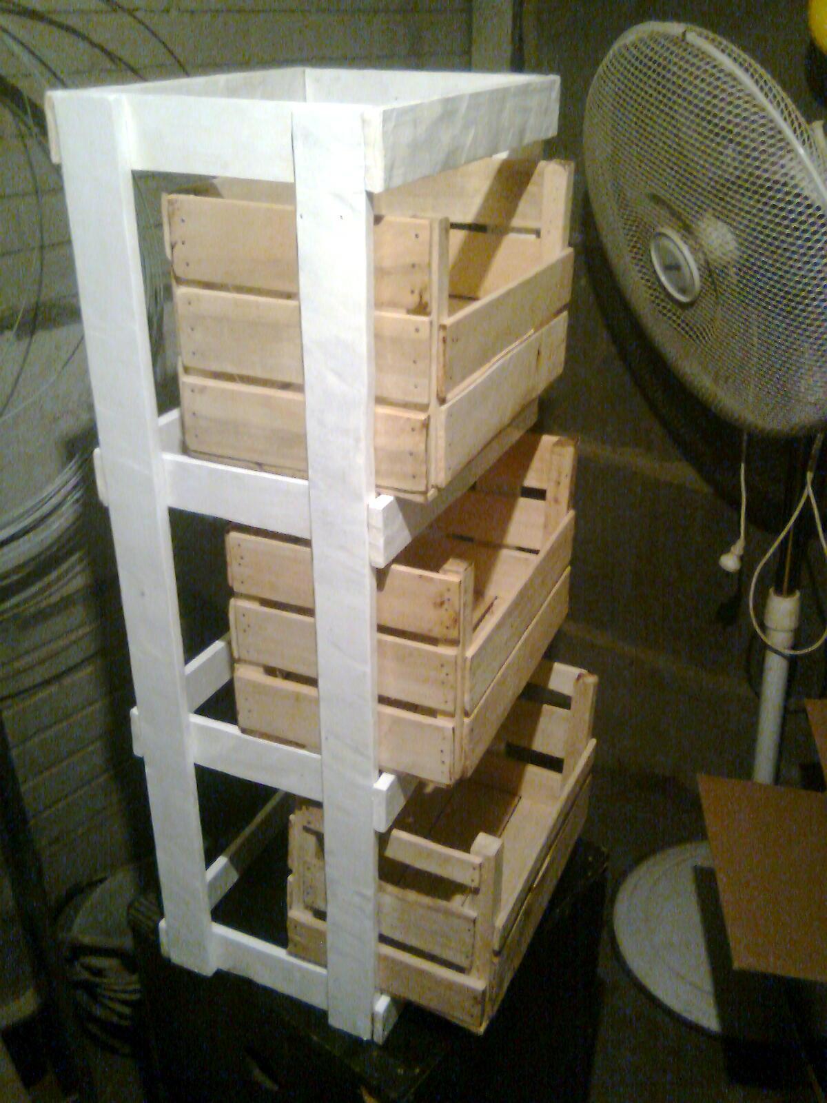 Arte en madera jmc artesanias y muebles de madera for Diseno de muebles con cajones de verduras