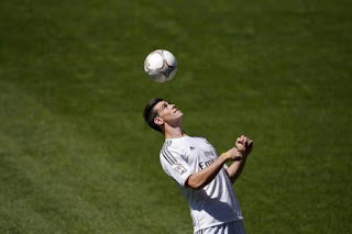 Foto Gareth Bale Berkostum Real Madrid