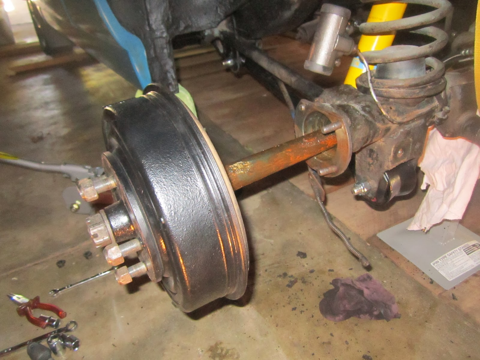 Half shaft coming out of the rear axle of the Volvo 122S