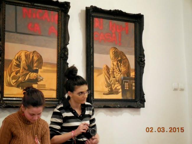 Mastile din spatele, fata si colturile expozitiei de la CCTD
