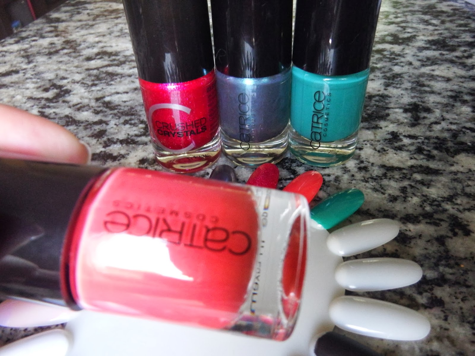 3- Ultimate Nail LACQUER - 20 Meet Me At Coral Island