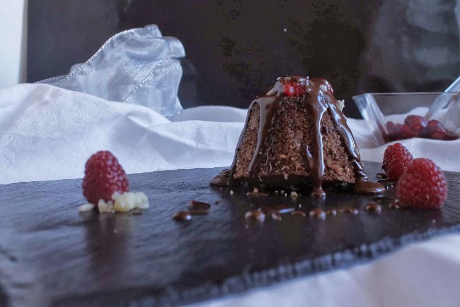 Pudding de chocolate, nueces y frambuesas