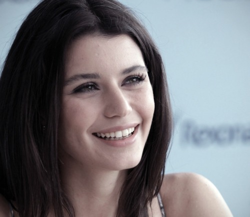 Beren Saat~ The Star