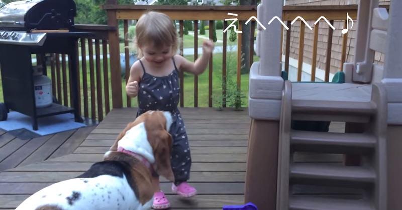 少女と犬が戯れる様子がなんとも微笑ましかった
