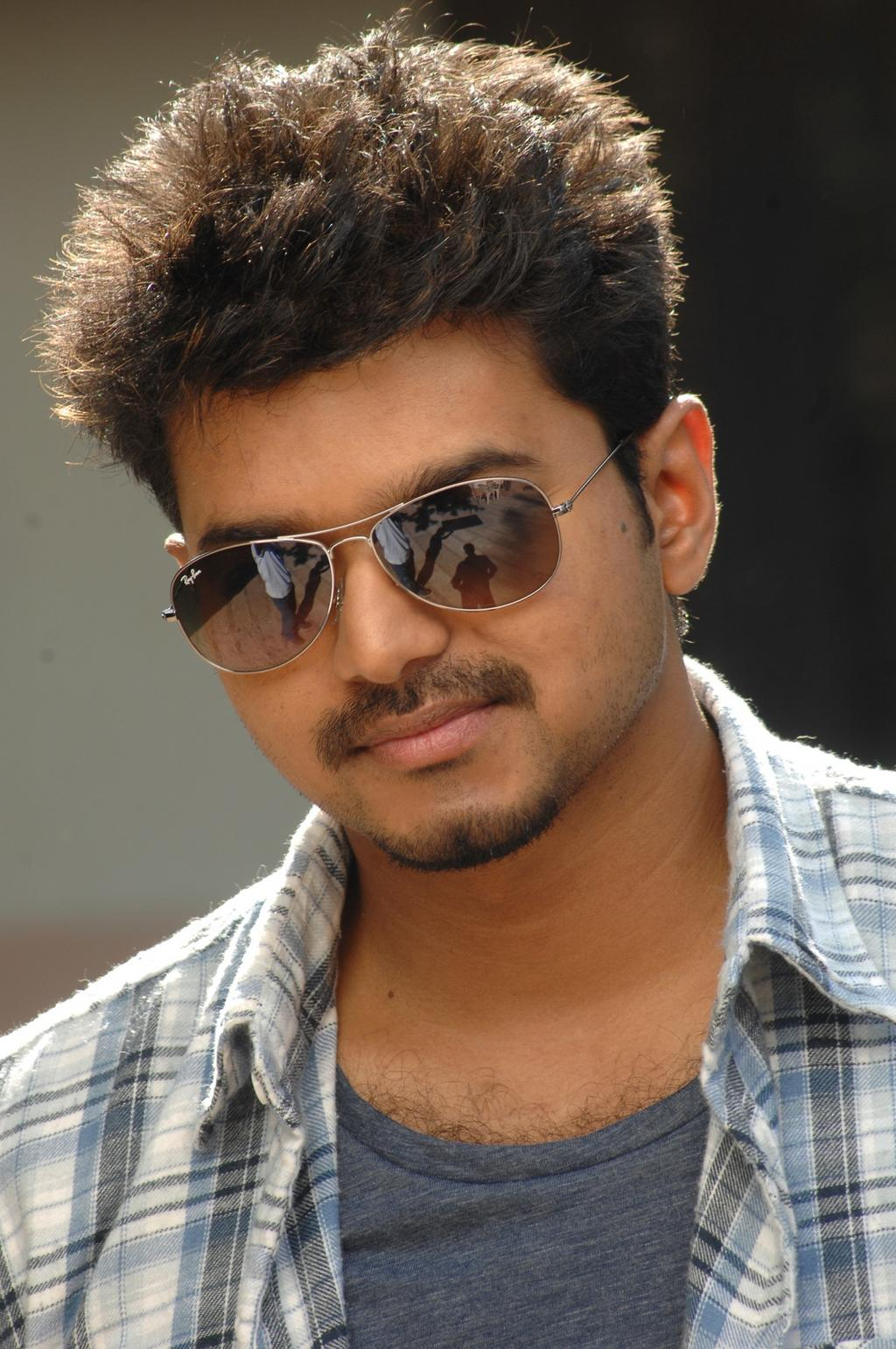 Actor+vijay+photo+released+by+a.r.murugados+via+twitter+looks+good+thuppaki