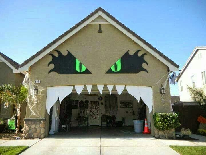 Be different act normal monster house halloween for Decoration garage