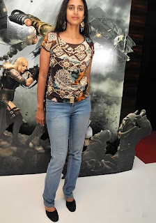 Kasthuri in Jeans with Less Makeup Picture Set (2)