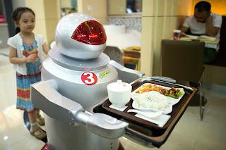 Robot restaurant: Όπου οι μηχανές μαγειρεύουν και σερβίρουν