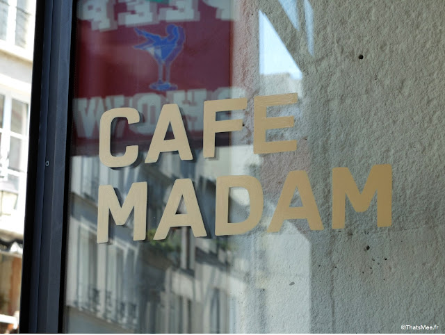 Brunch porte inscription Café Madam à Paris 2eme rue saint-denis