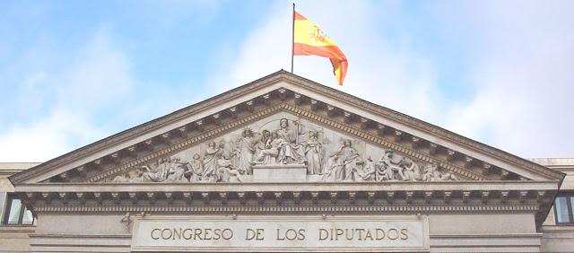 Potestades normativas, Constitucion y Derecho Constitucional