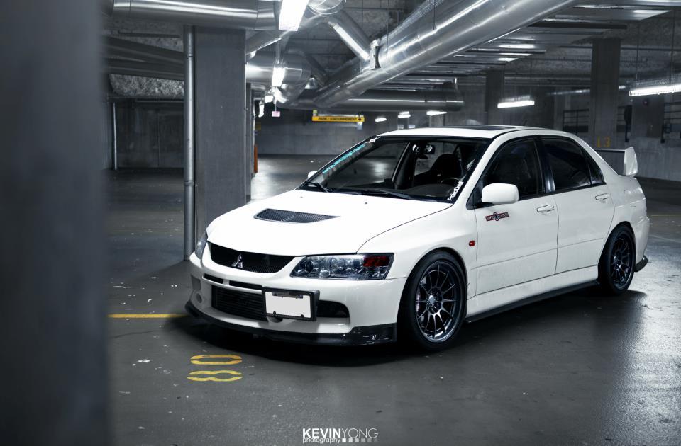 Mitsubishi Lancer Evolution, kultowy japoński sportowy sedan, awd, turbo, 4g63, tuning, fotki, zdjęcia, biały