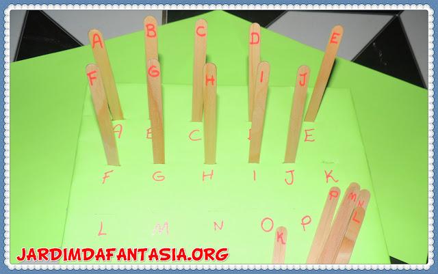 Sala de recursos atividade psicomotricidade fina e letras do alfabeto