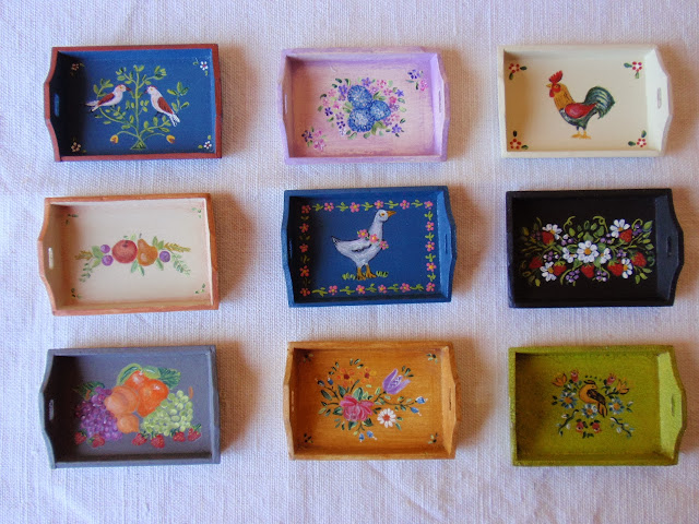 12th scale dollhouse hand-painted trays by Miniatures Forever