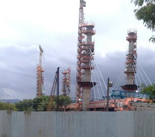pilares da ponte estaiada