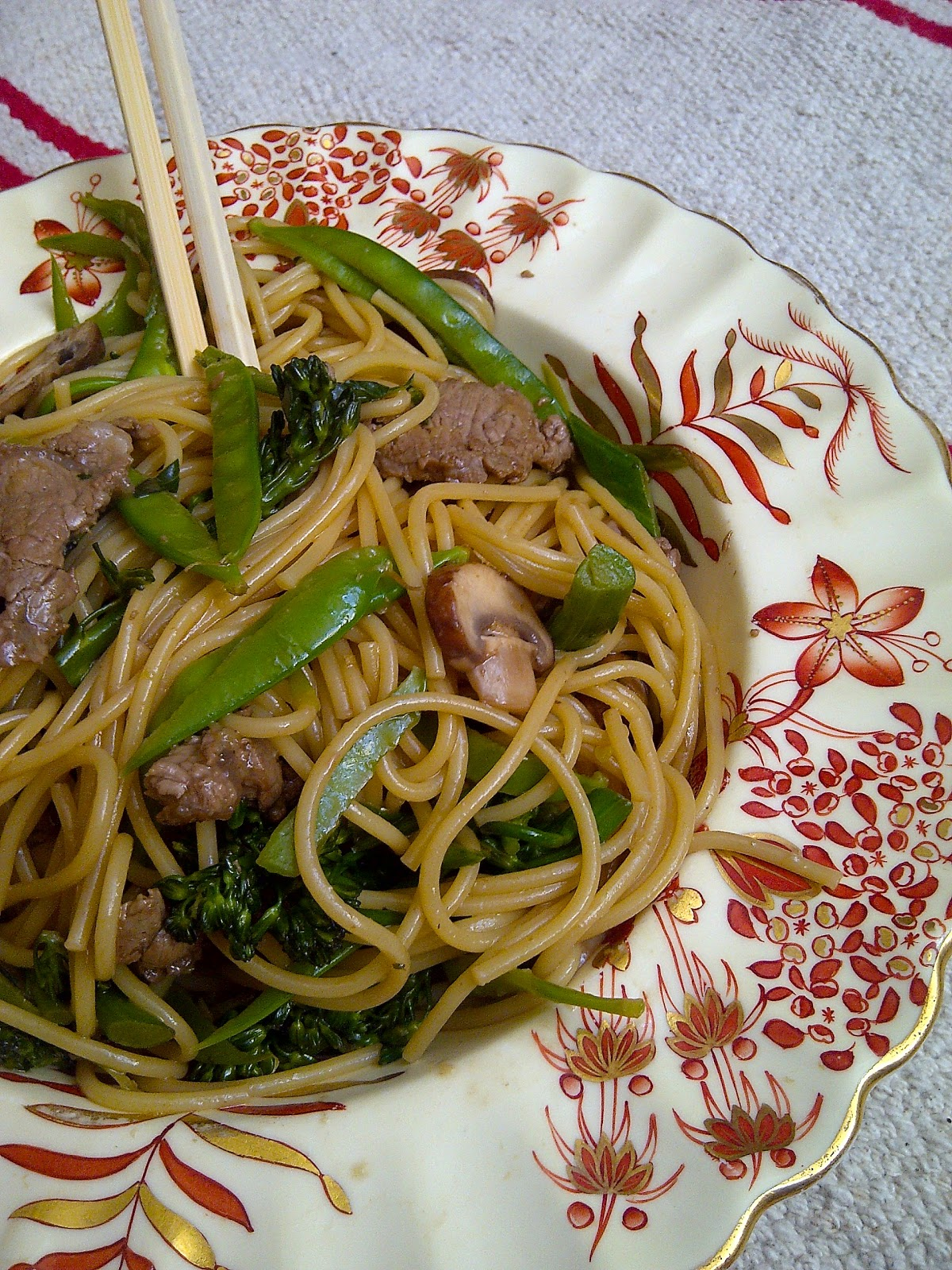 Beef & Broccolini Lo Mein - www.soliloquyoffood.com