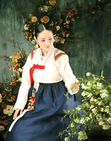 http://4.bp.blogspot.com/-0YUGL_bjy48/UFtpp5DhD3I/AAAAAAAAB0Y/jTyNzkHIH14/s1600/Korean+Wedding+Dresses+4.jpg