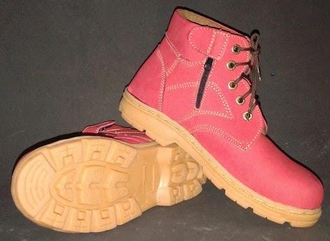 http://www.maddasafety.com/2014/12/sepatu-safety-tali-zipper-mn-09-merah.html