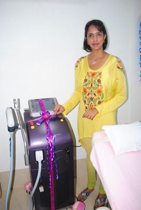 Lakshmi Prasanna @ Livlife Hospitals Function Photo Set - N/W  Lakshmi-Prasanna-at-Livlife-Hospitals_019