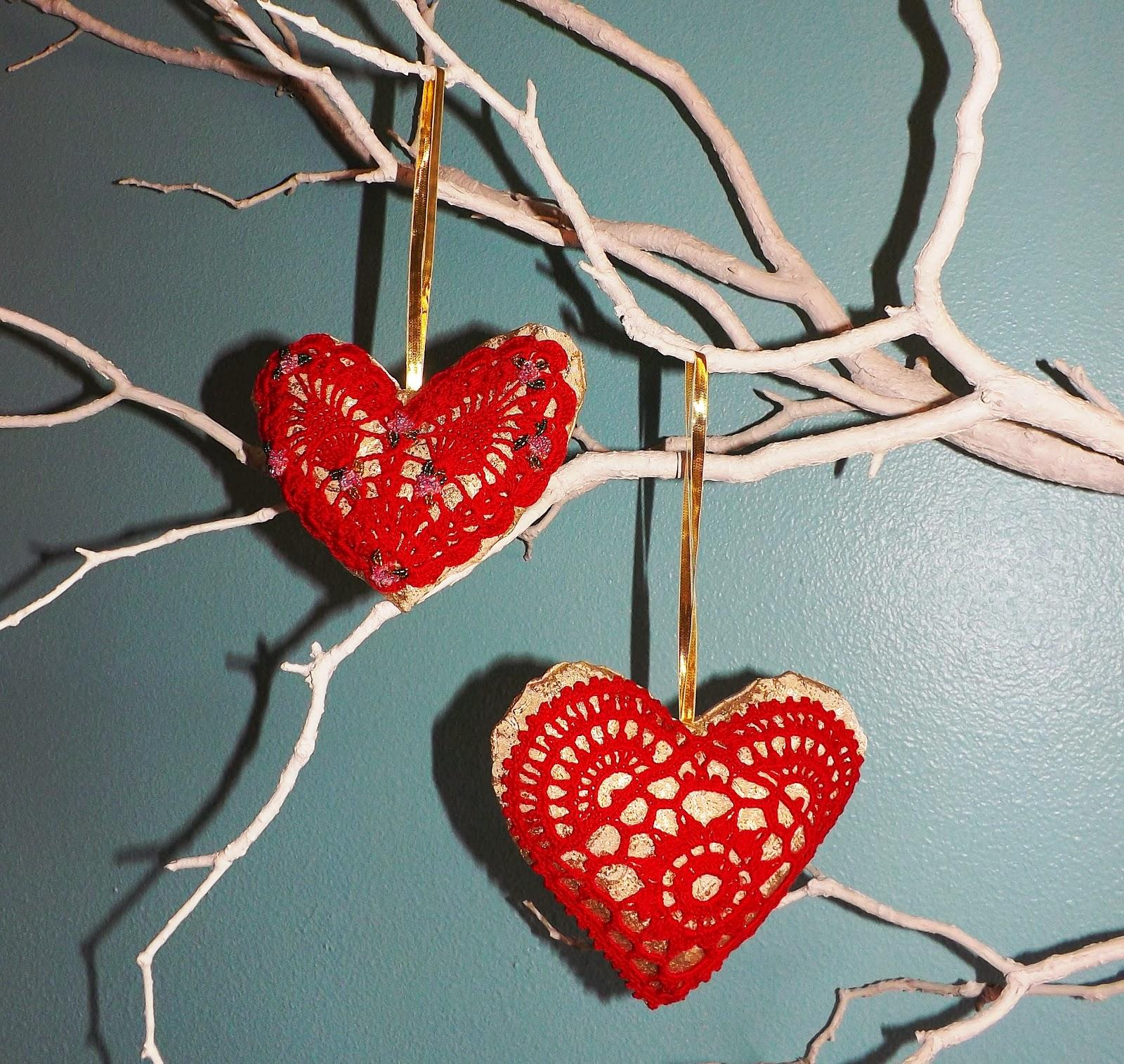 Эти сердечки я связала крючком, не думая, что из них получится.These hearts I crocheted, not thinking of them succeed