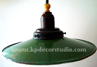 comprar lampara industrial antigua pequeña de los años 30 en color verde