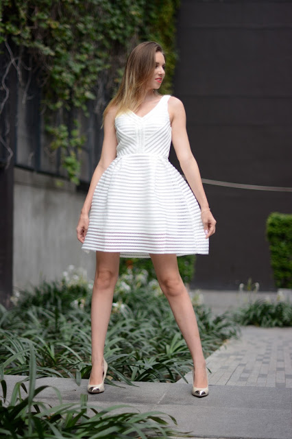 bílé šaty, lodičky guess, stříbrná špička, vacková kristýna thajsko